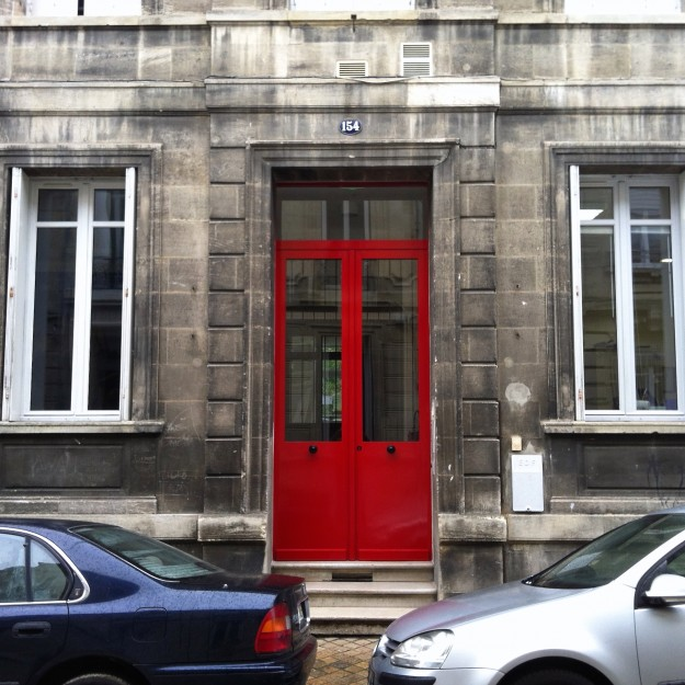 grande porte rouge